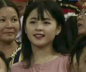 Cộng đồng mạng săn lùng cô cổ động viên xinh đẹp trong trận bóng Việt Nam - Afghanistan