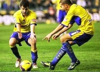 Những tình huống 'không thể nhịn cười' trong bóng đá