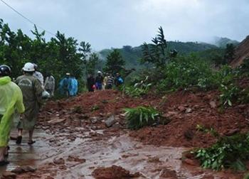 Sạt lở núi khiến hàng ngàn người bị cô lập