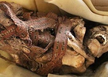 Phát hiện xác ướp 900 năm tuổi bị trói ở giữa đường