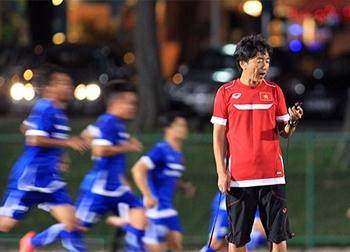 Vừa đến Singapore, HLV Miura đã gây bất ngờ với nước chủ nhà SEA Games