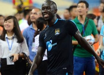 Cựu hậu vệ Arsenal để lại ấn tượng tốt với fan Việt Nam