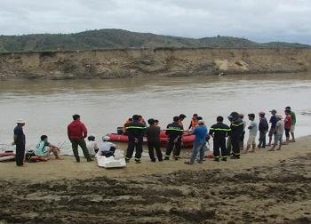 Dùng dây dù thay dây xích, 3 người tử vong trên chuyến đò giữa sông