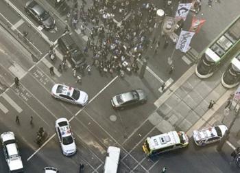 Ô tô điên đâm vào đám đông tại Úc, 3 người chết, 20 người bị thương