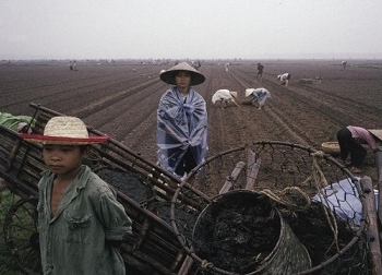 Ảnh: Khoảnh khắc Việt Nam những năm 1989