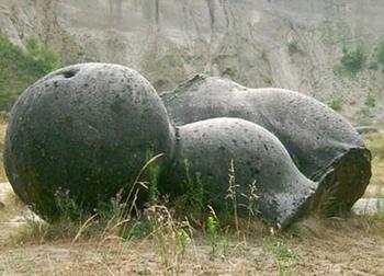 Bí ẩn những hòn đá lớn lên như nấm sau mưa và còn 'biết đi'