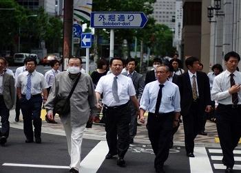 4 sự thật gây sốc sau mức lương 'ngàn đô' khi làm việc ở Nhật