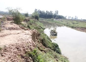 Hà Nội: 5 nam sinh đuối nước thương tâm khi đi câu cá