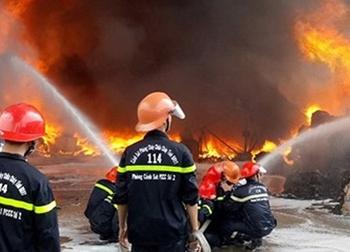 Đám cháy trùm lên lưới cao thế, toàn Vũng Tàu mất điện