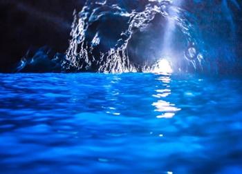 Khám phá hang động xanh huyền ảo ở Italia
