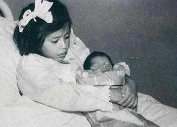 Sau khi sinh con lúc mới lên 5 tuổi gây chấn động, cuộc sống của bà mẹ này ra sao?