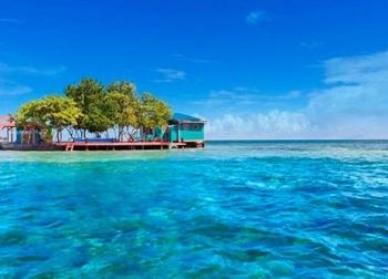 Du khách có thể thuê nguyên hòn đảo này để làm Robison trên đảo hoang