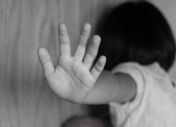 Người mẹ lặn lội khắp nơi đòi công bằng cho con gái nghi bị hiếp dâm ở Sài Gòn