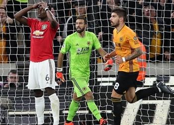 Pogba đá hỏng 11m khiến MU mất điểm trên sân của Wolves