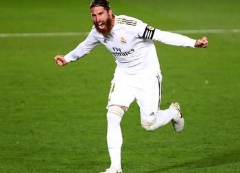 Ramos tỏa sáng, Real cắt đuôi Barca trong cuộc đua vô địch