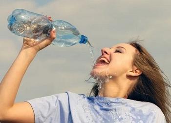 Uống nước kiểu này cực kỳ nguy hiểm: Nhẹ thì gây mệt mỏi, nặng thì dẫn tới ngộ độc