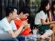 Chủ quán cafe ở Hà Nội đau đầu vì thói quen nghiện smartphone của khách