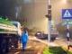 Hà Nội: Xôn xao bức ảnh công nhân Công ty cây xanh tưới cây giữa... trời mưa