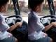 Hoảng hồn clip bé trai lái ô tô chạy băng băng trên đường