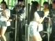 Tên móc túi bị thiếu nữ bẻ tay, lên gói trên xe buýt