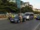 Ông Tây 'chặn xe' ô tô xin lau kính xôn xao Hà Nội
