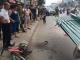 Hà Nội: Cháu bé tử vong vì bị tấm tôn trên xe xích lô cứa đứt cổ khi đang đạp xe trên phố