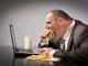 Ăn trưa tại bàn làm việc: Lợi bất cập hại