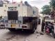 Quảng Ninh: Va chạm với xe làm đường, mẹ chết thảm, con bé nguy kịch