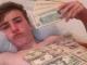 Hội con nhà giàu lấy tiền làm giấy vệ sinh gây sốc