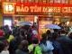 Đội mưa rét, xếp hàng từ 5h vẫn không mua được vàng ngày Thần Tài
