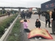 Khủng khiếp: Xe tải lao vào đoàn người đi viếng nghĩa trang, 7 người tử vong tại chỗ