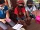 Học sinh lớp 3 đem toàn bộ số tiền trong heo nhựa ủng hộ xã chống dịch Covid-19
