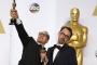 Khoảnh khắc 'khó đỡ' của sao tại Oscar 2015