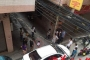 Bé gái 2 tuổi sống sót thần kỳ sau khi rơi từ ban công cao 20m