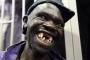 Gặp người đàn ông thiếu răng trợn mắt xấu nhất Zimbabwe