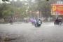 Áp thấp mạnh lên thành áp thấp nhiệt đới, miền Trung mưa to, Hà Nội có nguy cơ lụt