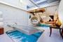 Ngôi nhà độc đáo với thiết kế bể bơi... trong phòng khách
