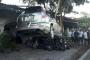 Ô tô 'điên' đè nghiến gần chục xe máy khi vào nhà hàng ở Hà Tĩnh