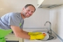Khoa học chứng minh đàn ông rửa bát giúp vợ sẽ kiếm tiền giỏi hơn, sự nghiệp thăng tiến vượt bậc