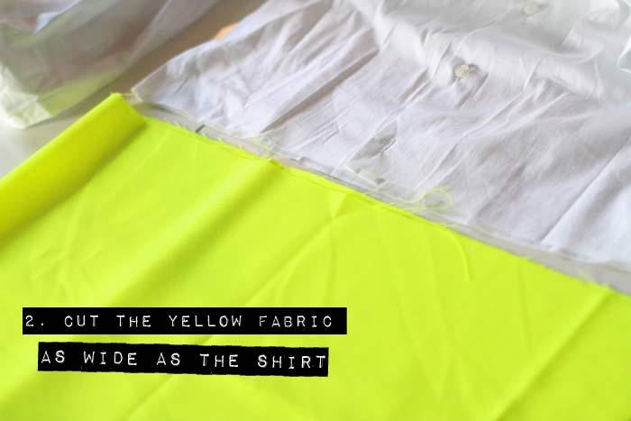 Ướm tấm vải màu được cắt theo kích thước áo sơ mi
