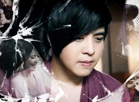 Wanbi Tuấn Anh để kiểu tóc lòa xòa vì muốn che đi bên mắt bị tật.