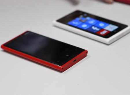 Lumia 920 với màn hình rộng hơn so với Lumia 900