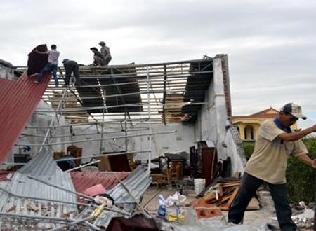 Khắc phục hậu quả bão số 8
