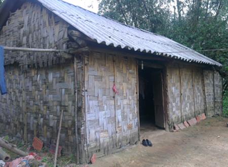 Căn nhà nghèo xác xơ của gia đình chị X. Ảnh: M.H