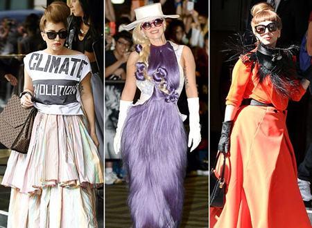 Trang phục cùng cách mix phụ kiện của nữ ca sĩ Lady Gaga luôn khiến các chuyên gia thời trang phải đau đầu