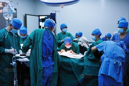 Ca phẫu thuật cấy ghép da khiến nhiều người rơi lệ