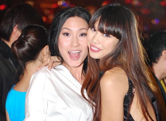 Đôi bạn thân Hà Anh - Kathy Uyên gây ấn tượng bởi phong cách thời trang hiện đại và