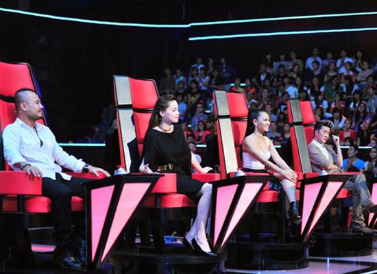 Sau vòng thi Giấu mặt, khán giả sẽ tiếp tục được theo dõi các thí sinh đối đầu với nhau tại The Voice 2012.