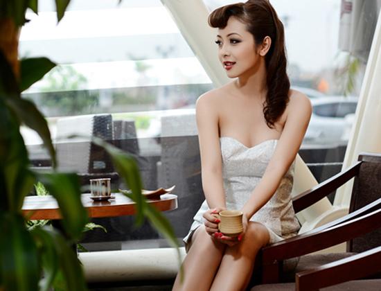 Jennifer Phạm vẫn gợi cảm từng đường nét