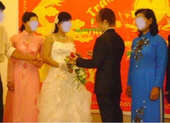 Hình ảnh đám cưới đồng tính nữ gây xôn xao